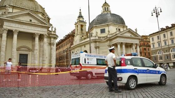 Maltempo a Roma, pioggia e grandine: chiuso accesso a piazza del Popolo, voragine in via Fonteiana