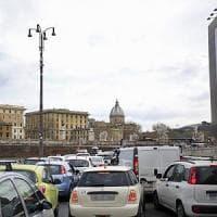 Roma, chiuso per manutenzione il sottovia di lungotevere in Sassia, Traffico in tilt anche a causa della pioggia