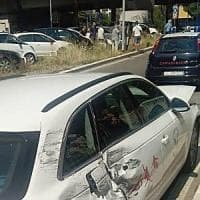 Roma, rubano da un auto l'attrezzatura della Federazione francese di sci. Arrestati dopo fuga in camper