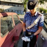 Roma, Tor Bella Monaca: nascondeva 136 dosi di eroina in un'auto. Arrestato