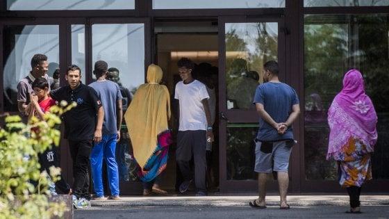 """Rocca di Papa, i migranti sono """"stanchi, denutriti e provati"""". Identificati i manifestanti al sit-in di protesta"""