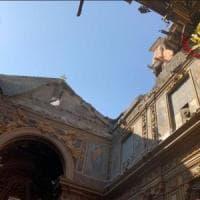 Roma, crolla il tetto della chiesa di San Giuseppe dei Falegnami ai Fori.