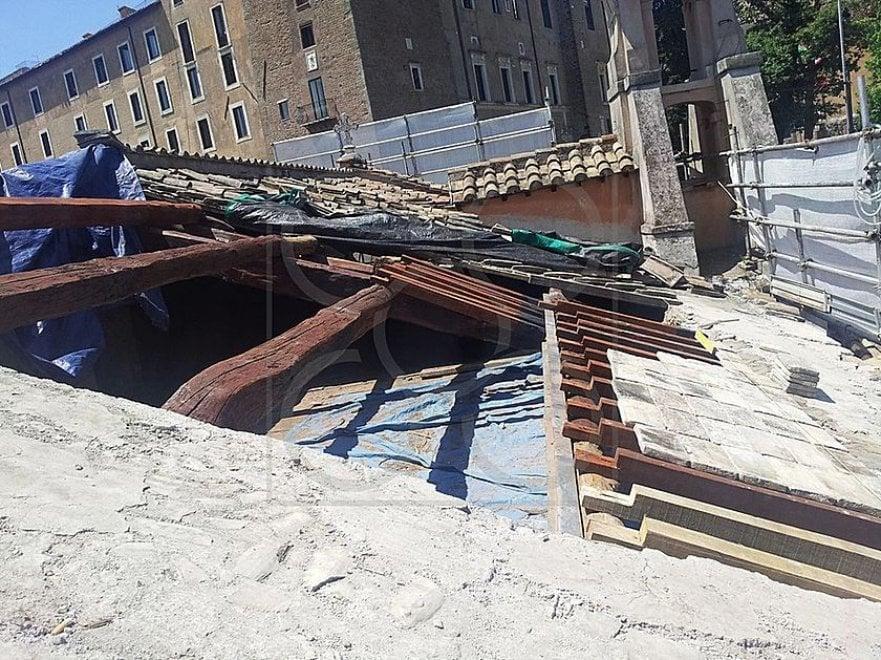 Roma, crolla il tetto della chiesa di San Giuseppe dei Falegnami: le foto ufficiali del restauro
