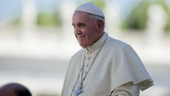 Diciotti, dileguati 40 immigrati. E il Papa gli manda i gelati
