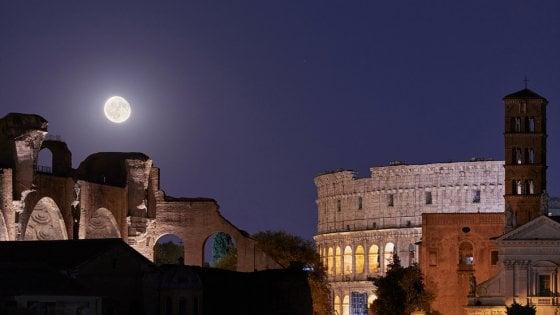 """Il """"Grand tour"""" del Sistema solare sui monumenti di Roma"""
