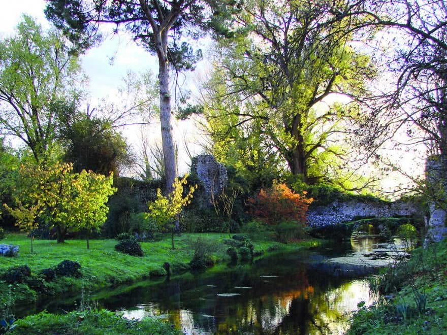 Gelsomini, glicini e bambù: lo splendore del Giardino di Ninfa