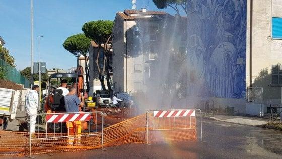 Roma, salta tubatura, 'geyser' per le strade di San Basilio
