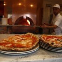 Ruba la pizza dal piatto al cliente di un ristorante: arrestato a Trastevere