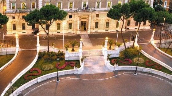 """Roma, donna denuncia: """"Violentata e rapinata davanti al ministero dell'Interno"""""""
