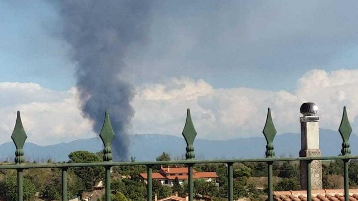 In fiamme capannone della nissan nessun ferito nube di fumo il comune non aprite le - Aprite le finestre ...