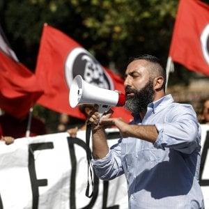 """Casal Bruciato, sui rom due manifestazioni contrapposte: """"Via gli zingari"""", """" No a guerre tra poveri"""""""