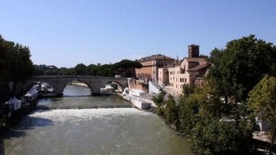 """Roma, """"Lungo il fiume e sull'acqua"""", minicrociera sul Tevere"""