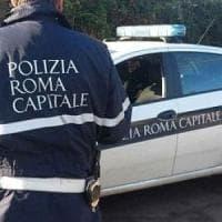 Roma, si schianta con la Mercedes contro il guardrail, è grave