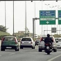 Tiravano sassi sulla Pontina per derubare gli automobilisti: quattro arresti