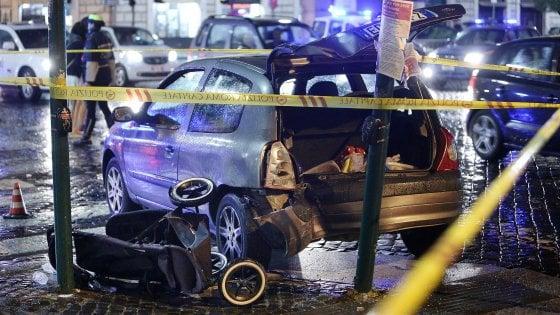 Roma, incidente stradale a San Pietro: auto travolge comitiva di turisti, quattro feriti