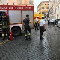 Roma, fiamme in un appartamento: palazzo evacuato in via della Scrofa
