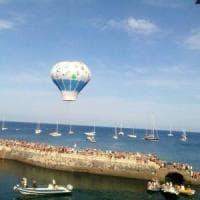 Ventotene, l'incanto del volo delle mongolfiere