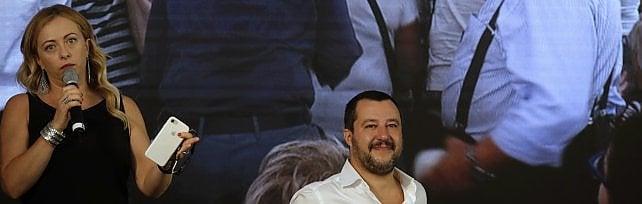 """Salvini contro la sindaca: """"I romani da Raggi  si aspettavano di più, girare in auto è un rally"""""""