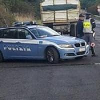Rubano un'auto a 14 e 16 anni e investono una donna: paura ai Castelli Romani