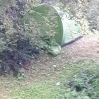 Roma, a Villa Borghese una tenda tra gli alberi