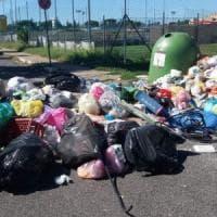 Roma, sulle barricate per i rifiuti. Gare deserte e tariffe alle stelle: