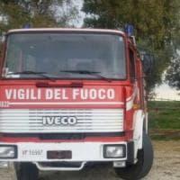Roma, fiamme in appartamento sulla Tuscolana: tre persone intossicate