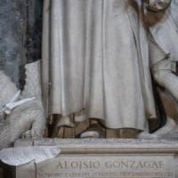 Roma, sfregia una statua nella chiesa di Santo Spirito in Sassia e minaccia suora: bloccato