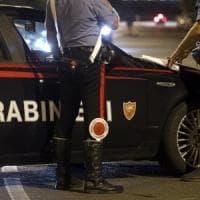 Roma, sette arresti a Ostia durante i controlli dei carabinieri. Fermato uomo con ascia nello zaino