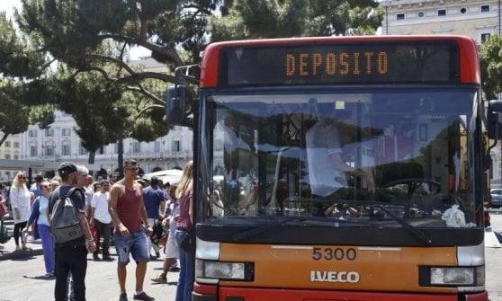 Roma, report sui servizi pubblici: città ferma, nuova bocciatura per bus e rifiuti