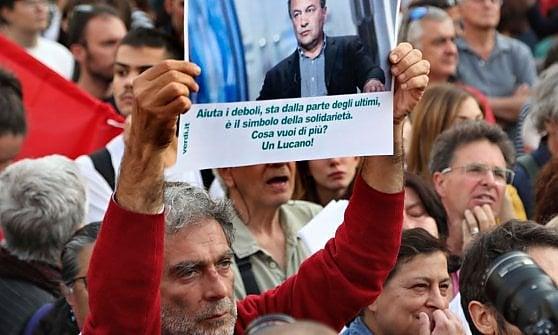 """Sindaco di Riace, all'Esquilino il sit-in di solidarietà per Mimmo Lucano: """"Allora arrestateci tutti"""""""