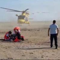 Kitesurfer risucchiato da elicottero militare a Ladispoli, è grave. Difesa: