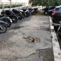 Roma, donna incinta scivola in una buca ai Parioli.