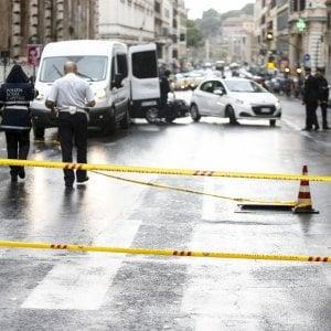 """Ucciso da un bus turistico in via Cavour, allarme dei negozianti: """"Qui tutti corrono e nessuno fa niente"""""""