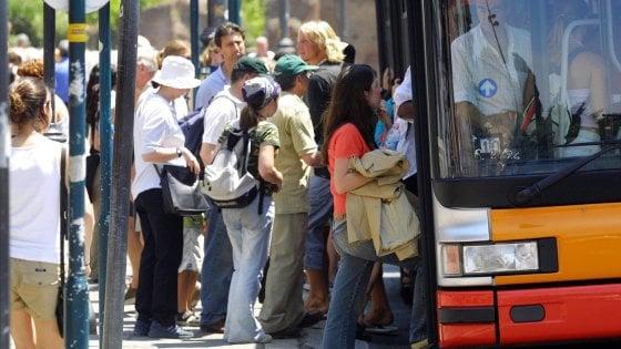 Attese record alla fermata del bus: Roma maglia nera tra le grandi città d'Europa