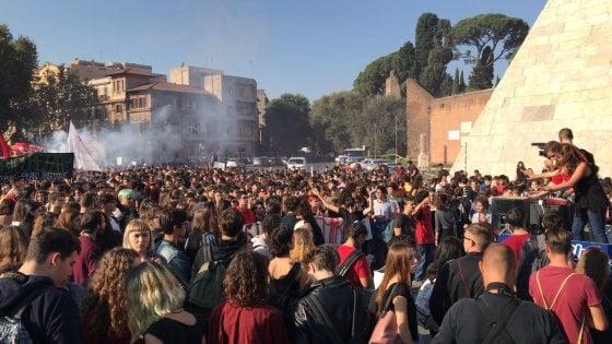 Roma, studenti in corteo fino al Ministero per il diritto allo studio