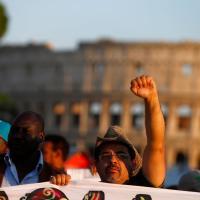 """Sfilano i movimenti del diritto alla casa: """"Non siamo invisibili"""""""