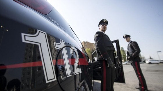 Chiama per sbaglio il 112 mentre svaligia appartamento: ladro maldestro arrestato a Formia