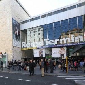 Roma, in metro senza biglietto picchia controllore e tenta rubare pistola a guardia giurata