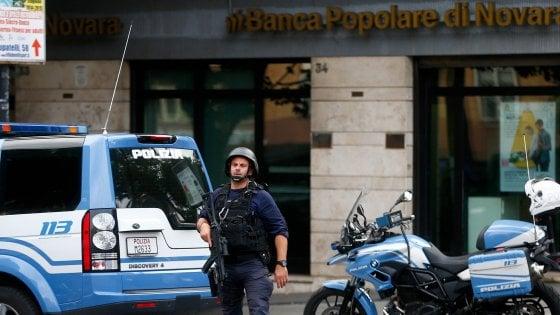 Roma, bucano la parete, entrano in banca e minacciano dipendenti: colpo grosso fallito al Portuense