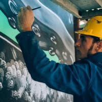 """""""A caccia di inquinamento"""": il nuovo murale di Ostiense firmato Iena Cruz"""