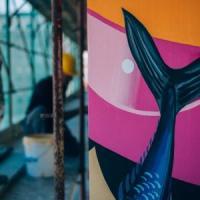 Roma, un airone sul mare: all'Ostiense c'è un nuovo murale ecosostenibile