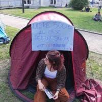 Università, il flash mob degli studenti contro il caro affitti e la mancanza di alloggi