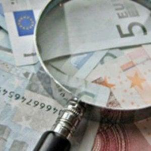 Alteravano dati dei contribuenti per far pagare meno tasse: arrestati a Roma commercialista e dipendente dell'Agenzia delle Entrate