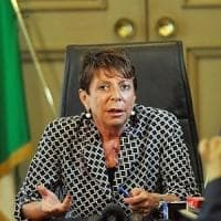Roma, scontro sulle occupazione tra Raggi e Prefetto. E il Pd difende la giunta M5S