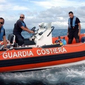 Tragedia in mare a Latina per due uomini andati a pesca: uno è morto, l'altro è disperso