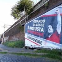 A Porta Maggiore un maxi cartellone dedicato a Lucano
