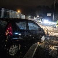 Roma, vigili al lavoro tutta la notte dopo il nubifragio: metro aperte
