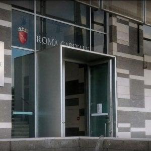 Roma, usura e spaccio, smantellata organizzazione criminale: tra i 10 arrestati una dipendente del Comune
