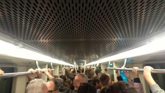 """Roma, guasto su metro C, scene di panico ed evacuazione passeggeri. Atac: """"Indebito azionamento allarme"""""""