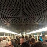 Roma, guasto su metro C, scene di panico ed evacuazione passeggeri. Atac: